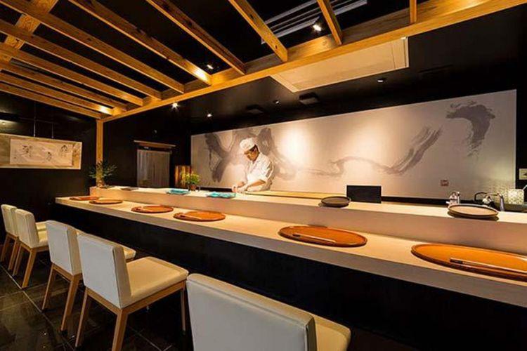 Suasana modern yang menampilkan sebuah restoran berkelas.