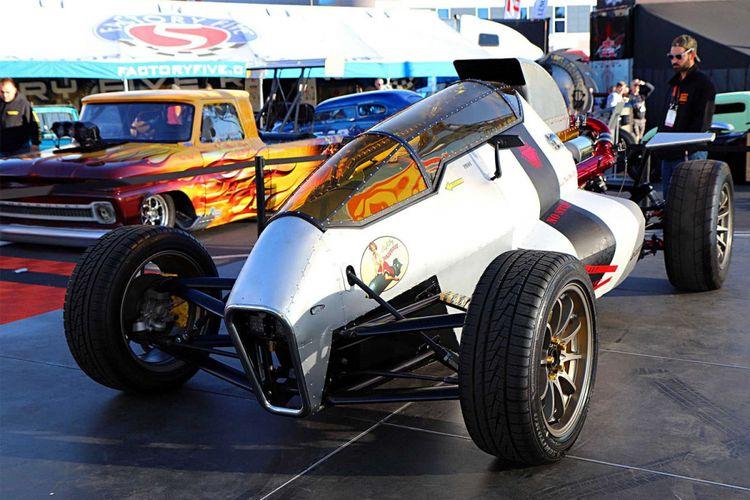 modifikasi bernama 2JetZ SS dengan bentuk kokpit pesawat tempur dengan mesin Toyota 2JZ menjadi juara kompetisi Hot Wheels dan SEMA 2018