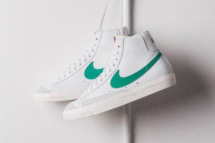 Kreasi baru Nike Blazer Mid 77 ini memasang warna hijau untuk memberikan kekuatan rasa, pada logo ikonik swoosh.
