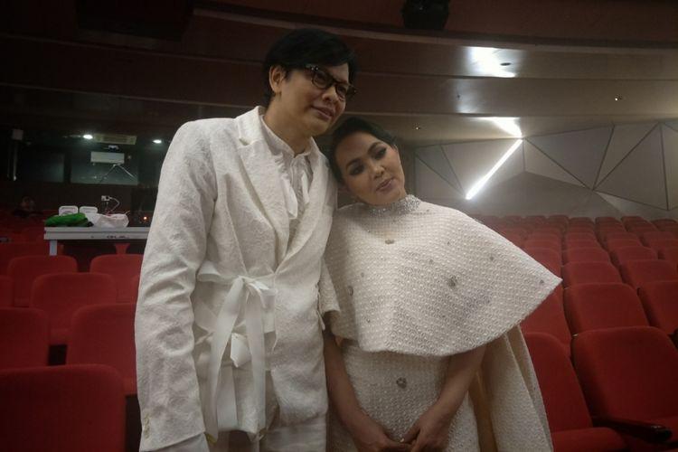 Armand Maulana dan Dewi Gita saat ditemui di sela persiapan konser perayaan pernikahan perak mereka, Satu Hati Satu Cinta, di Ciputra Artpreneur, Jakarta Selatan, Kamis (10/1/2019) malam.