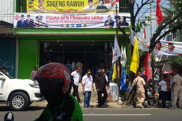 Posko BPN Prabowo-Sandi di Jalan Letjen Suprapto No 53 Kelurahan Sumber, Kecamatan Banjarsari, Solo, Jawa Tengah, Jumat (11/1/2019).