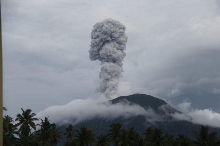 Gunung Ibu di Halmahera Barat Meletus Sabtu (12/01/2019)