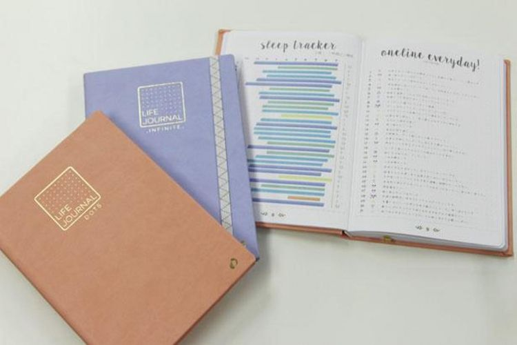 """""""Dot"""" dan """"infinite"""" dari seri """"life journal"""". """"Dot"""" mengembangkan empat warna yaitu peach, mint, prune, blueberry. """"Infinite"""" memiliki dua warna rose dan lavender."""