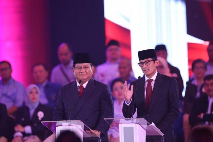 Pasangan Calon Presiden dan Wakil Presiden nomor urut 2, Prabowo Subianto dan Sandiaga Uno, menyampaikan visi misi  di debat pertama Pilpres 2019 di Hotel Bidakara, Jakarta, Kamis (17/1/2019).