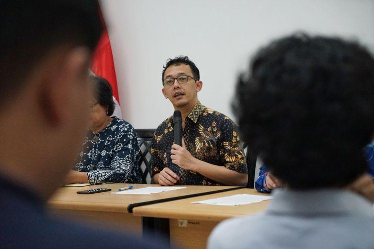 Komisioner Komisi Nasional Hak Asasi Manusia (Komnas HAM) Beka Ulung Hapsara saat memaparkan catatan Komnas HAM terkait debat pertama Pilpres, di kantor Komnas HAM, Menteng, Jakarta Pusat, Jumat (18/1/2019).
