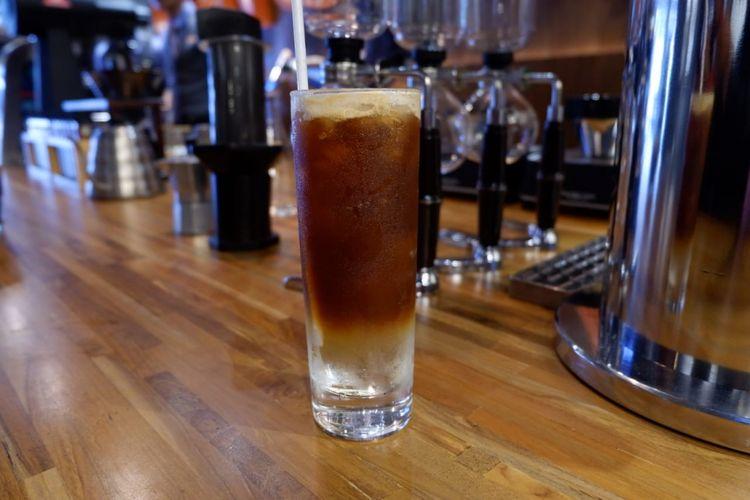 Afternoon Booster memadukan kopi espresso, soda jahe, dan es dengan komposisi yang berbeda.