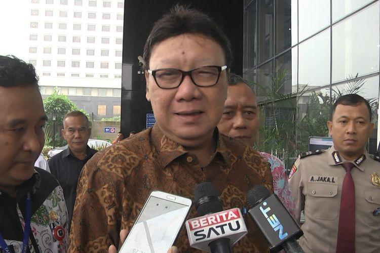 Menteri Dalam Negeri (Mendagri) Tjahjo Kumolo memenuhi panggilan pemeriksaan di Komisi Pemberantasan Korupsi (KPK), Jakarta, Jumat (25/1/2019)