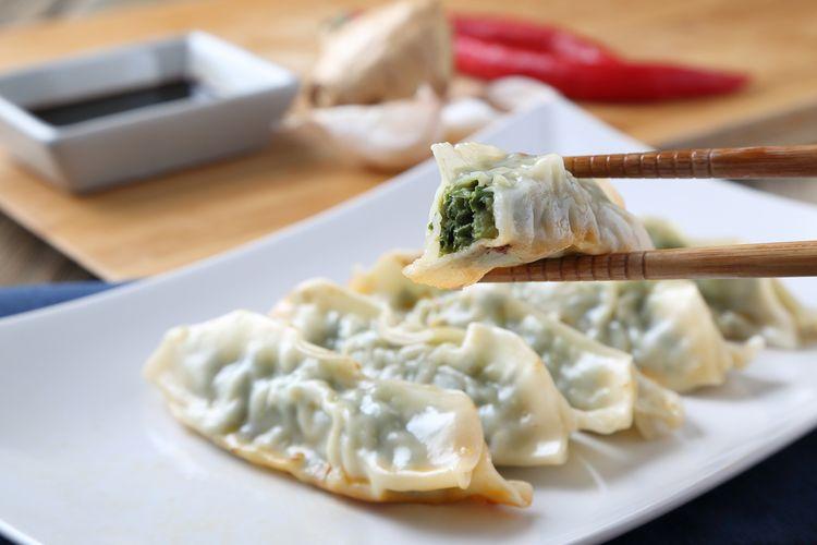 Guo tie, salah satu varian dumpling yang umum dijumpai dalam kuliner Shandong.