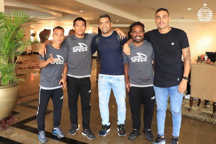 Dua pemain Madura United yang dipinjam Persija Jakarta untuk Liga Champions Asia, Alberto Goncalves (tengah) dan Jaimerson Xavier (paling kanan) sudah berada di Batam, Kamis (31/1/2019).