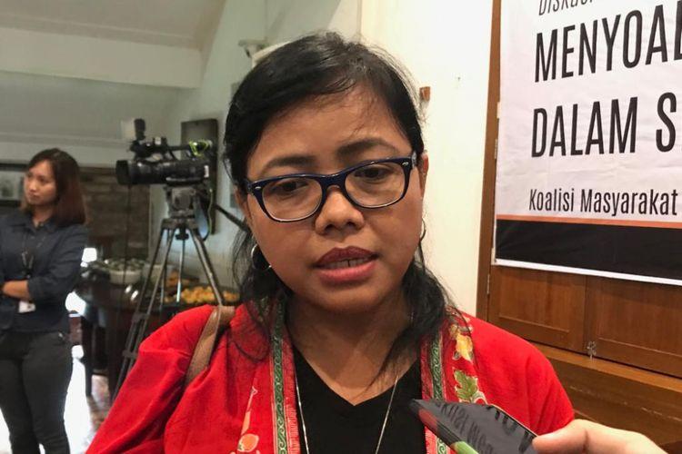 Ahli hukum dari Pusat Studi Hukum dan Kebijakan (PSHK) Bivitri Susanti saat ditemui di Bakoel Koffie, Jakarta Pusat, Kamis (7/2/2019).