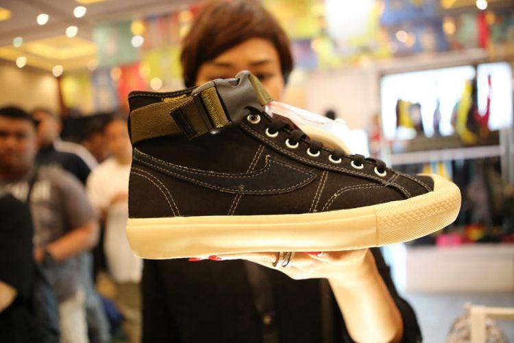Sneakers, kolaborasi brand sepatu lokal Compass dengan influencer Brian Notodihardjo