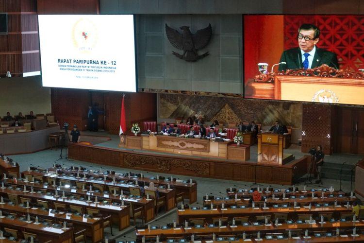 Menteri Hukum dan HAM (Menkumham) Yasonna Laoly saat memberikan tanggapan akhir pemerintah dalam Rapat Paripurna Ke-12 Masa Persidangan III di Kompleks Parlemen, Senayan, Jakarta, Rabu (13/2/2019).