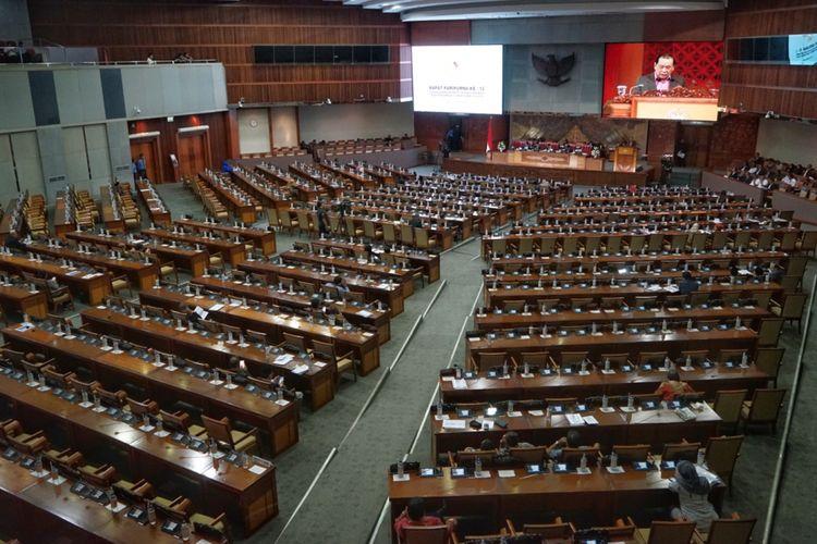 Suasana Rapat Paripurna Ke-12 Masa Persidangan III DPR, di Kompleks Parlemen, Senayan, Jakarta, Rabu (13/2/2019).