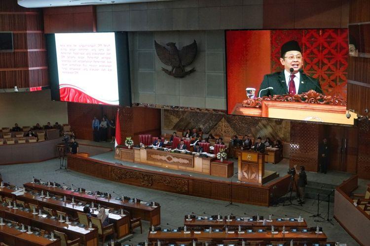 Ketua DPR Bambang Soesatyo saat berpidato dalam Rapat Paripurna Ke-12 Masa Persidangan III di Kompleks Parlemen, Senayan, Jakarta, Rabu (13/2/2019).
