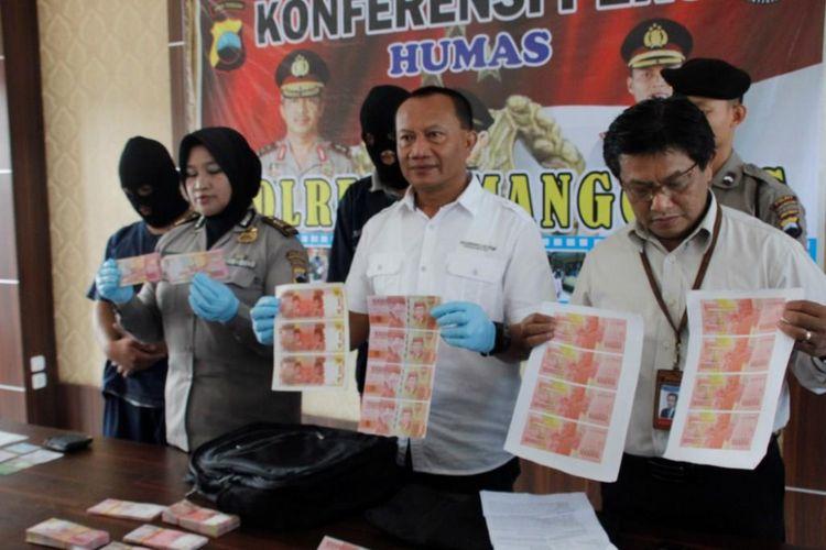 Gelar perkara kasus dugaan penyimpanan uang palsu oleh aparat Polres Temanggung, Jawa Tengah, Kamis (14/2/2019).