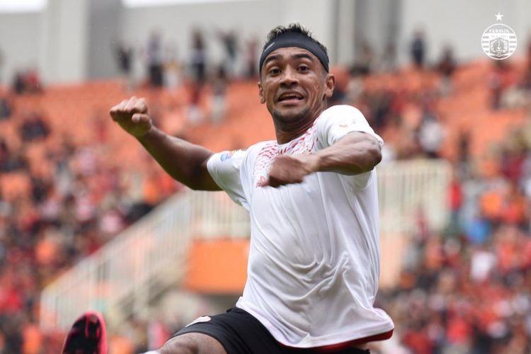 Selebrasi pemain Persija Jakarta, Bruno Matos, seusai membobol gawang TIRA Persikabo pada leg pertama babak 16 besar Piala Indonesia di Stadion Pakansari, Minggu (17/2/2019).