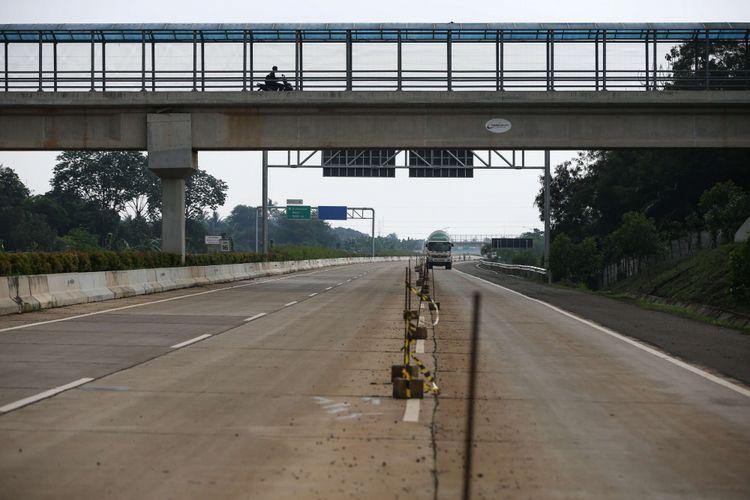 Proyek pembangunan Tol Cijago di wilayah Depok, Tabu (20/2/2019). Proyek tol tersebut menghubungkan Tol Jagorawi menuju Cinere. Hingga kini pembangunan tol di ruas ini sudah mencapai wilayah Kukusan, Depok.