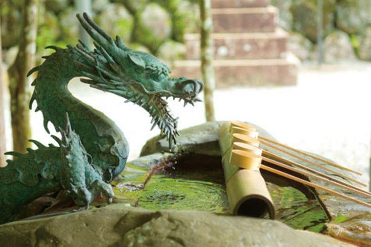 Tempat cuci tangan dewa naga