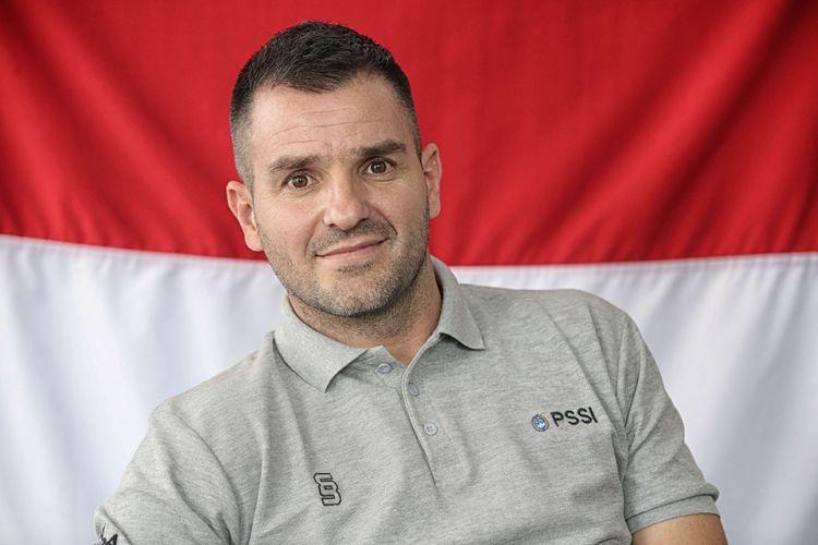 Wawancara pelatih asal Skotlandia, Simon McMenemy, di Kantor PSSI, Jakarta, Kamis (31/1/2019). Simon didapuk menjadi pelatih tim nasional Indonesia, salah satu target yang diberikan PSSI adalah membawa timnas Indonesia menjadi juara di Piala AFF 2020.