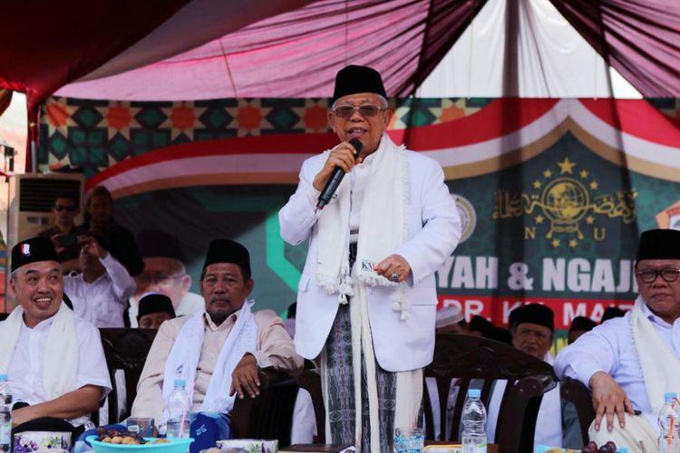 Calon wakil presiden nomor urut 01 Maruf Amin dalam sambutannya di Ponpes Babakan Ciwaringin, Kabupaten Cirebon, Jawa Barat, Senin (25/12/2019),