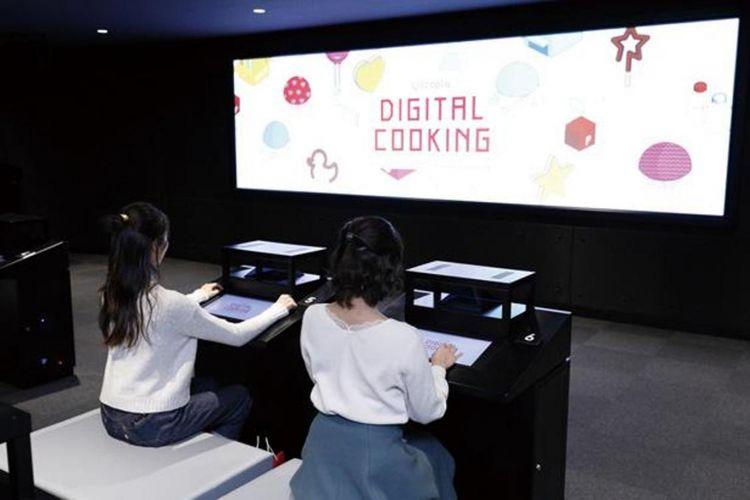Di ruangan digital, pengunjung dapat mencoba membuat makanan ringan menggunakan digital cooking