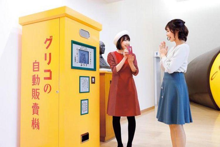 Di musim ini juga ada mesin penjual otomatis Glico yang akan memutarkan film bila dimasukkan uang 10 sen (sekitar 0.1 yen).