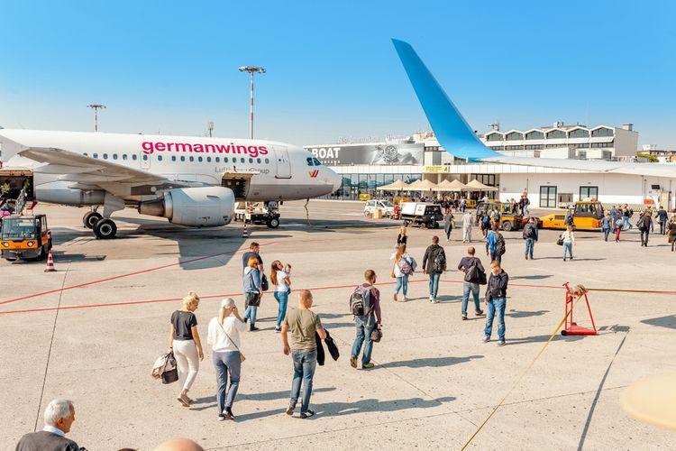 Ilustrasi maskapai penerbangan dan konsumennya