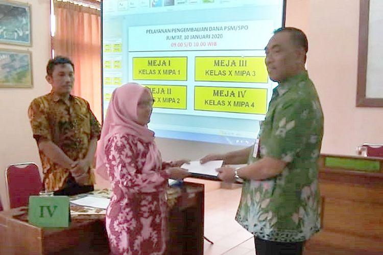 SPP Digratiskan, SMAN 2 Pati Kembalikan Uang SPP ke Orang Tua Siswa