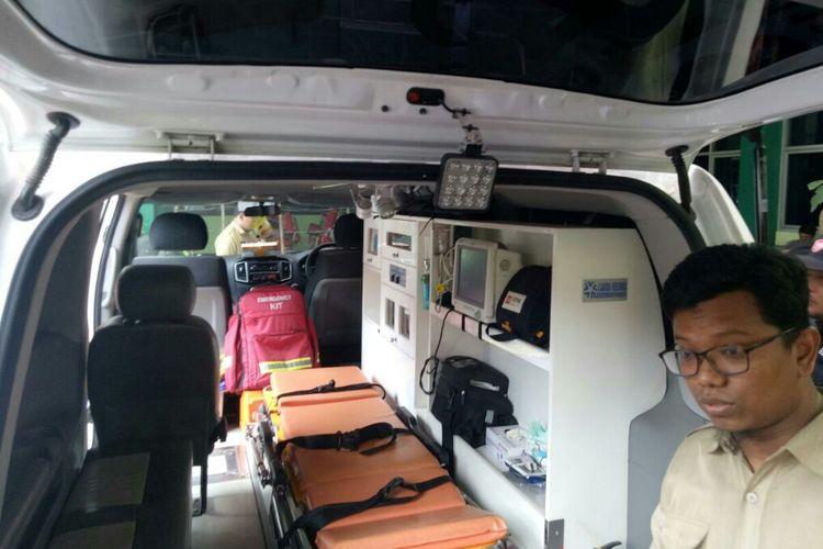 Kondisi dalam ambulans yang tidak diperkenankan membawa jenazah Husein di puskesmas Cikokol Tangerang. (KOMPAS.com/Muhamad Isa Bustomi)