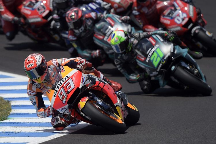 Repsol Honda Teams Spanish rider Marc Marquez leads the race after the start of the MotoGP race of the Spanish Grand Prix at the Jerez - Angel Nieto circuit in Jerez de la Frontera on May 5, 2019. (Photo by JORGE GUERRERO / AFP)