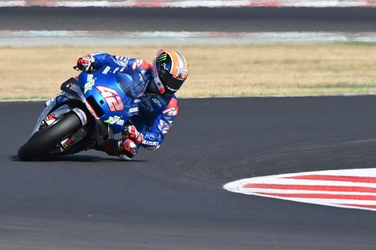 Alex Rins saat berlaga di MotoGP Emilia Romagna.