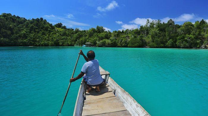 """Berkayak ala """"Gipsi Laut"""" di Pulau Papan"""