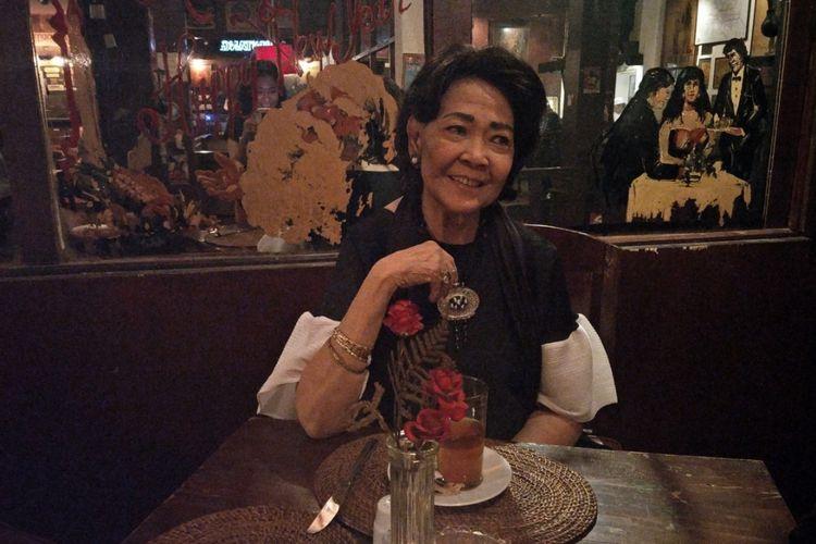 Rima Melati berkunjung ke Jaya Pub yang Ia dirikan bersama Almarhum suaminya, Frans Tumbuan.