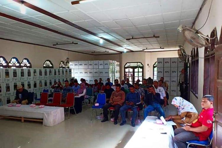 Proses rekapitulsi suara di kantor Panitia Pemilihan Kecamatan (PPK) Kecamatan Tanah Jambo Aye, Kabupaten Aceh Utara, Sabtu (20/4/2019)