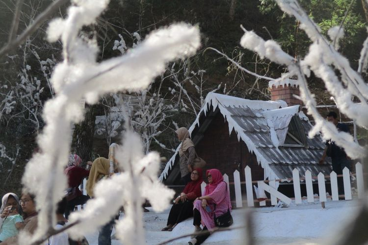 Snow Park di Lawu Park Tawangmangu