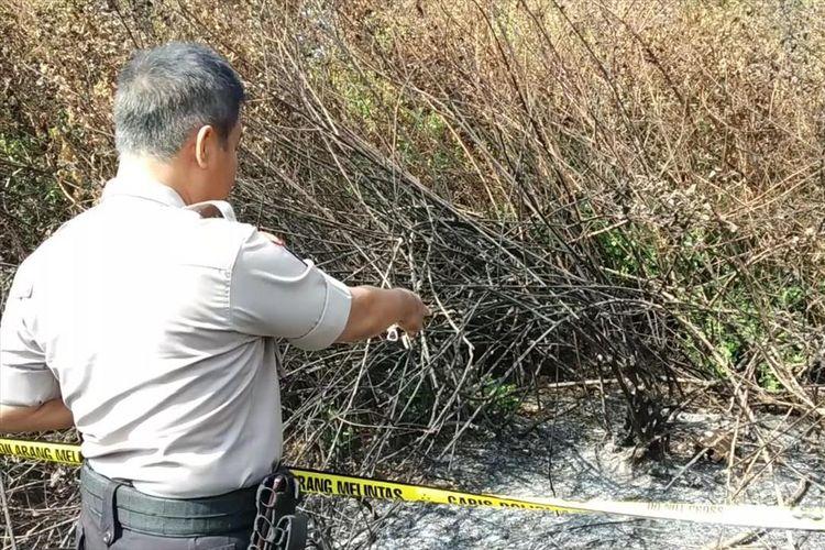Penemuan jenazah dalam kondisi tulang belulang di sebuah lahan kosong, di Sungai Bambu, Tanjung Priok, Jakarta Utara, Rabu (8/8/2019).
