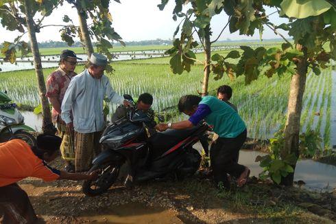 Dua Sepeda Motor Misterius Tanpa Pelat Ditemukan di Sawah, Warga Geger