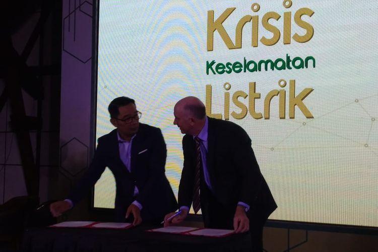 Gubenur Jawa Barat Ridwan Kamil menandatangani Letter of Intent dengan International Copper Association (ICA) di Institut Teknologi Bandung (ITB), Selasa (30/4/2019).
