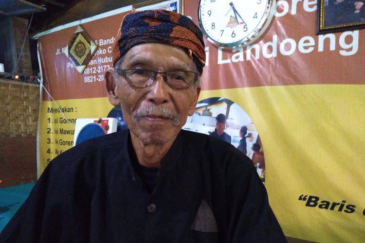 Abah Landoeng, guru di zaman perang kemerdekaan yang mengajar keliling dengan sepeda tanpa digaji.