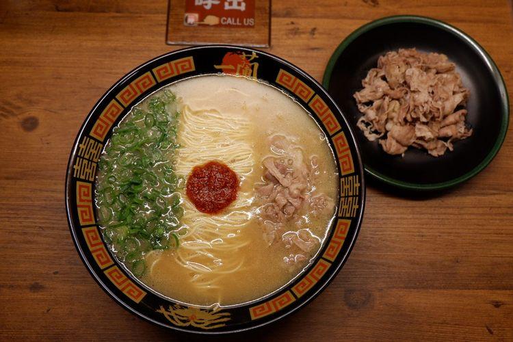 """100% Tonkotsu Fushiyo Ramen"" (1.180 yen) dengan tambahan topping ""Gyuyaro"""