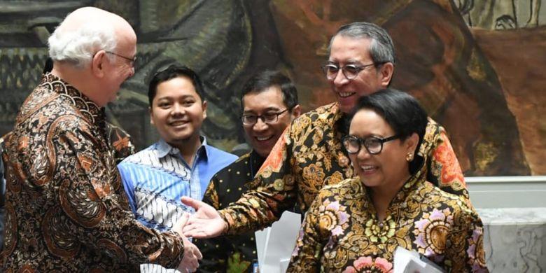 Sidang Dewan Keamanan PBB yang dipimpin oleh Menteri Luar Negeri RI Retno Marsudi sebagai Presiden DK PBB berlangsung unik, Selasa (7/5/2019). Nuansa batik meraja.