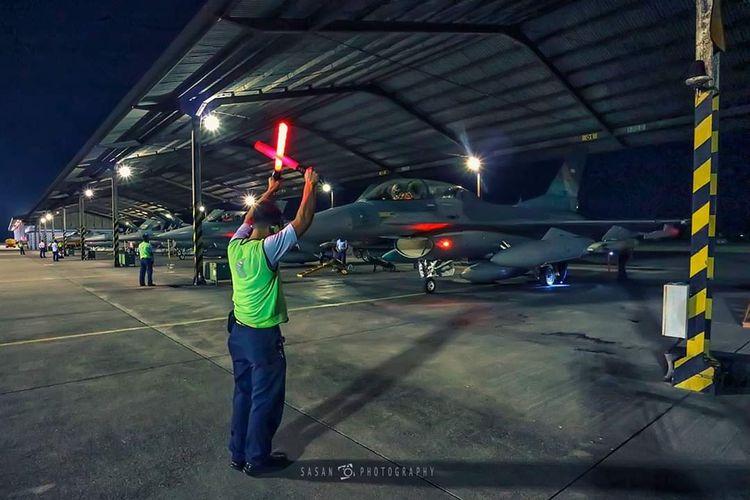 Proses persiapan terbang malam TNI AU