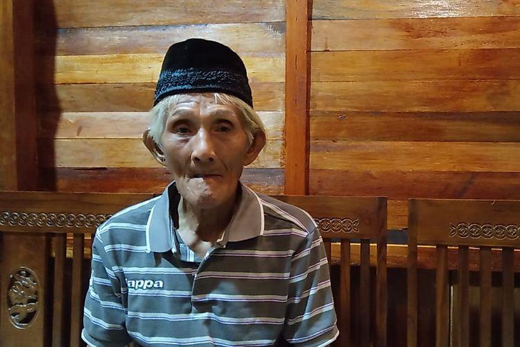 Kakek Arsyad sementara waktu tinggal di rumah tetangga