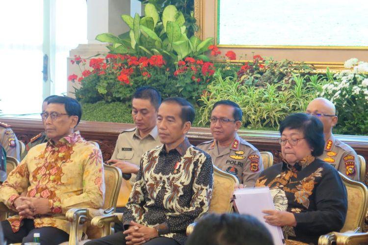Presiden Jokowi saat memberi pengarahan dalam Rapat Koordinasi Nasional Pengendalian Kebakaran Hutan dan Lahan Tahun 2019, di Istana Negara, Jakarta, Selasa (6/8/2019).