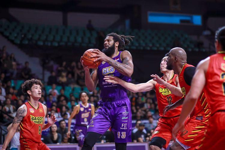 BTN CLS Knights Indonesia sukses meraih kemenangan dramatis 91-90 atas Saigon Heat pada laga babak reguler ABL 2018-2019, di GOR Kertajaya, Surabaya, Jawa Timur, Rabu (13/3/2019).