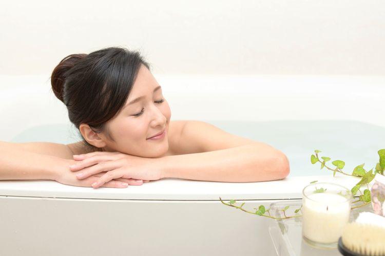 ILUSTRASI - Mandi di bathtub