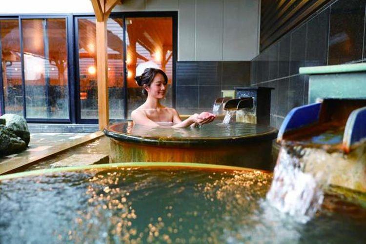 Nikmati kemewahan mata air panas alami