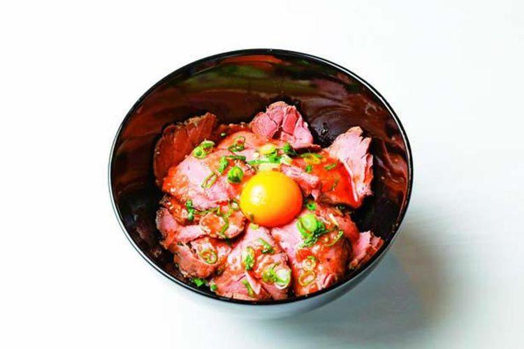 Daging sapi empuk dengan saus bergaya Jepang, kombinasi yang sempurna untuk menu nomor satu, Roast Beef Don (1.100 yen)