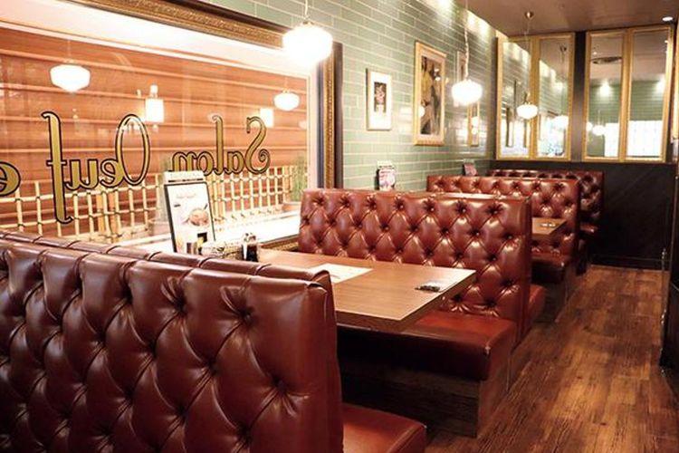 Interior vintage memberikan kesan nyaman pada kafe ini.