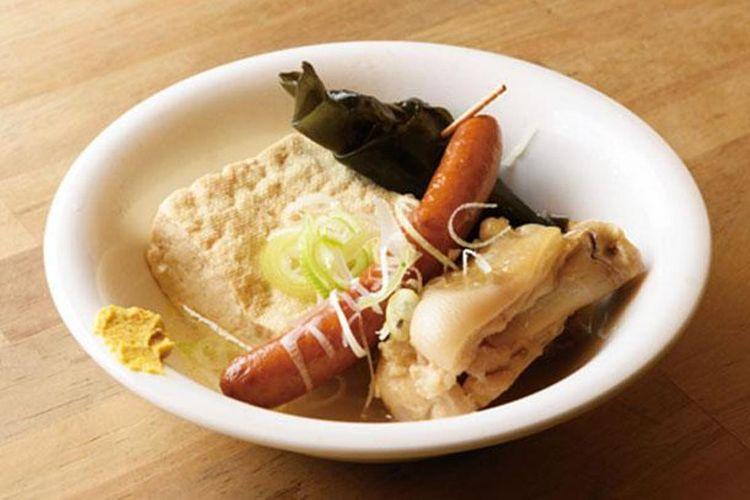 Tiga jenis oden rebus Okinawa (480 yen). Kamu bisa pilih daging babi, konbu, tahu, dan lainnya untuk menjadi isian dari oden.